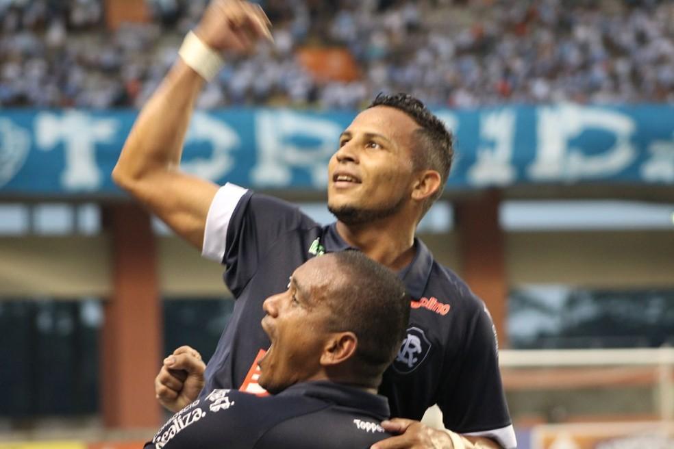 Elielton entrou aos 46 e marcou o gol da vitória aos 47. (Foto: Fábio Will/Ascom Remo)