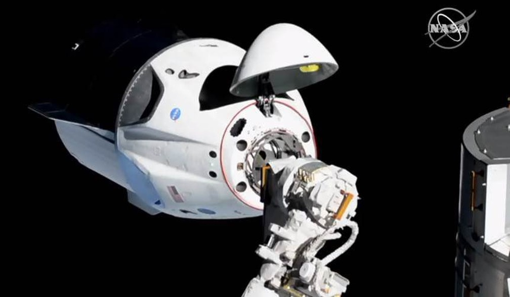 Cápsula Crew Dragon chegou à ISS neste domingo (3). — Foto: Reprodução/Nasa