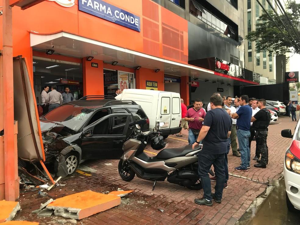 Policial fica ferido após perseguição a criminosos em São José — Foto: Agda Queiroz/TV Vanguarda