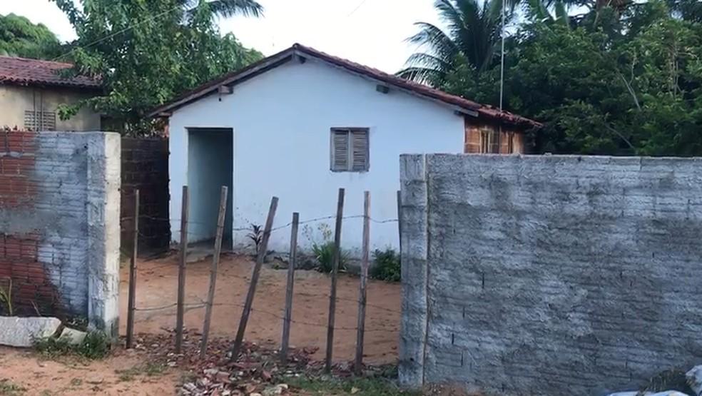 Homens armados invadiram a casa em Punaú e atiraram em quatro pessoas  — Foto: Kléber Teixeira/Inter TV Cabugi