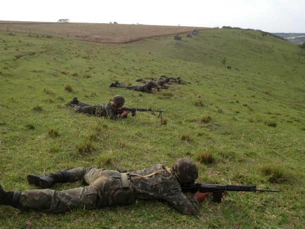 Cerca de 50 soldados participaram do treinamento (Foto: Carolina Massignani/RPC TV)