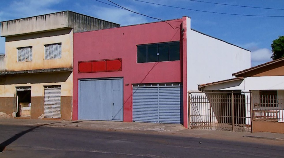 Igreja de pastor preso, suspeito de abuso sexual, funcionava em espécie de galpão em Boa Esperança (MG) (Foto: Cacá Trovó/EPTV)
