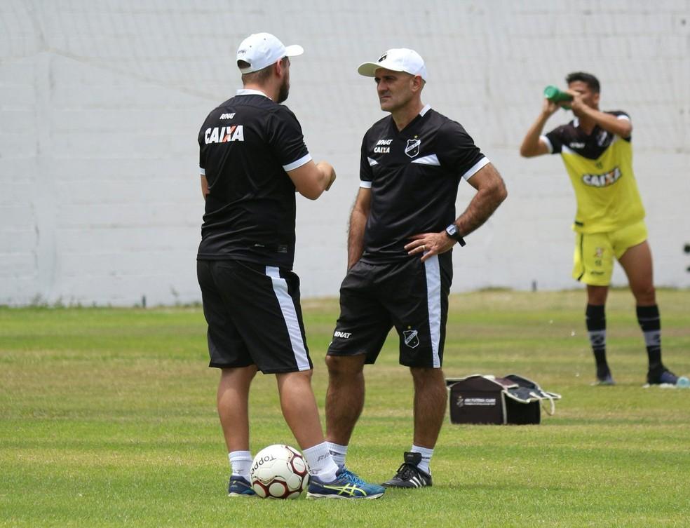 Treinador deve promover mudanças no time titular (Foto: Andrei Torres/ABC)