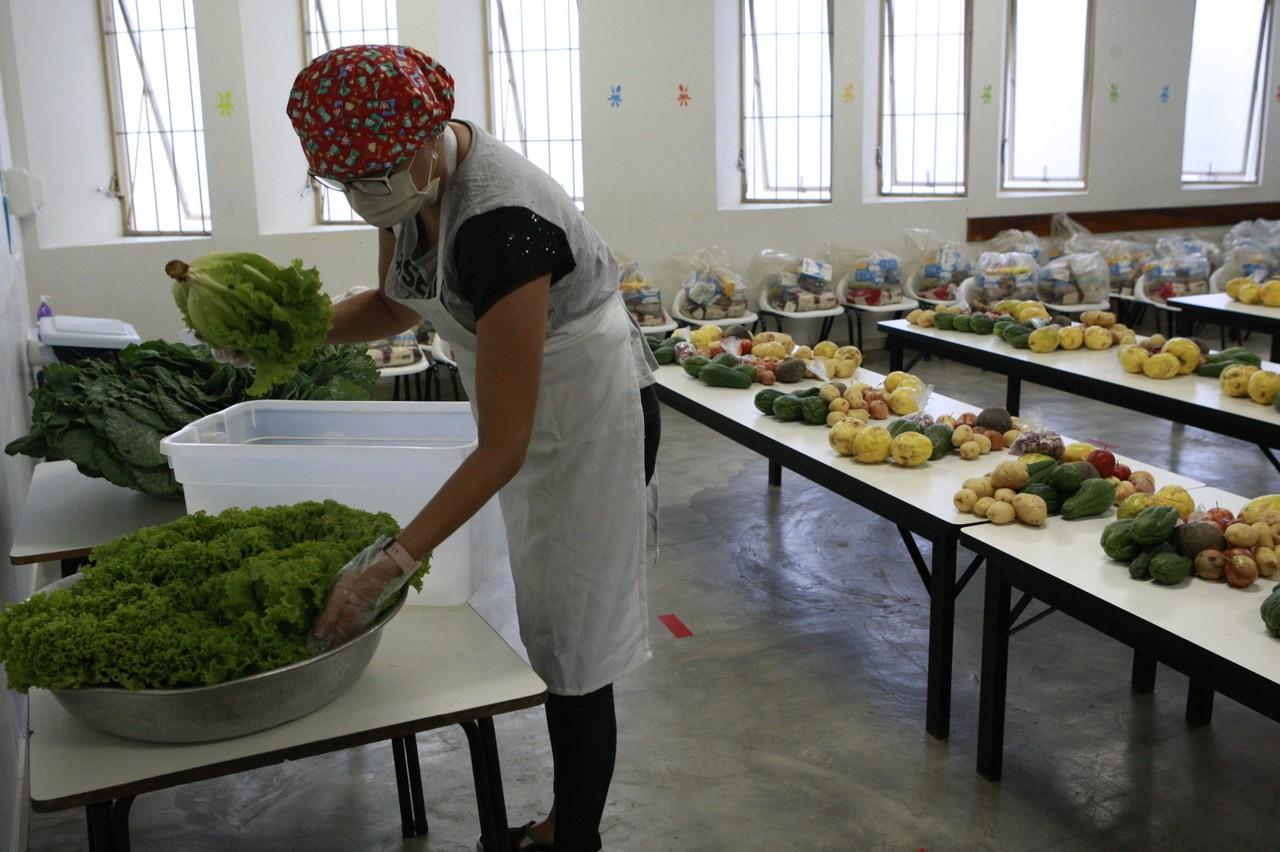Terceiro ciclo do kit de alimentação para alunos da rede municipal de ensino em Uberlândia começa a ser entregue