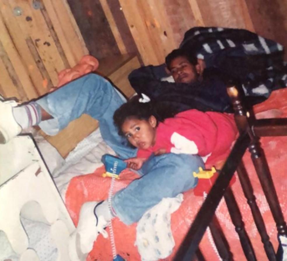 Relação de Rosangela e do pai Antônio sempre foi muito próxima. Foto tirada em 1993 — Foto: Arquivo pessoal/Rosangela Rodrigues Vasconcellos