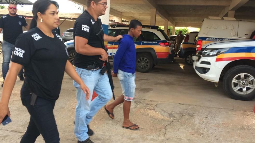 Rapaz de 19 anos é suspeito de participar de um roubo a um cofre no Bairro Edgar Pereira (Foto: Juliana Peixoto/G1)