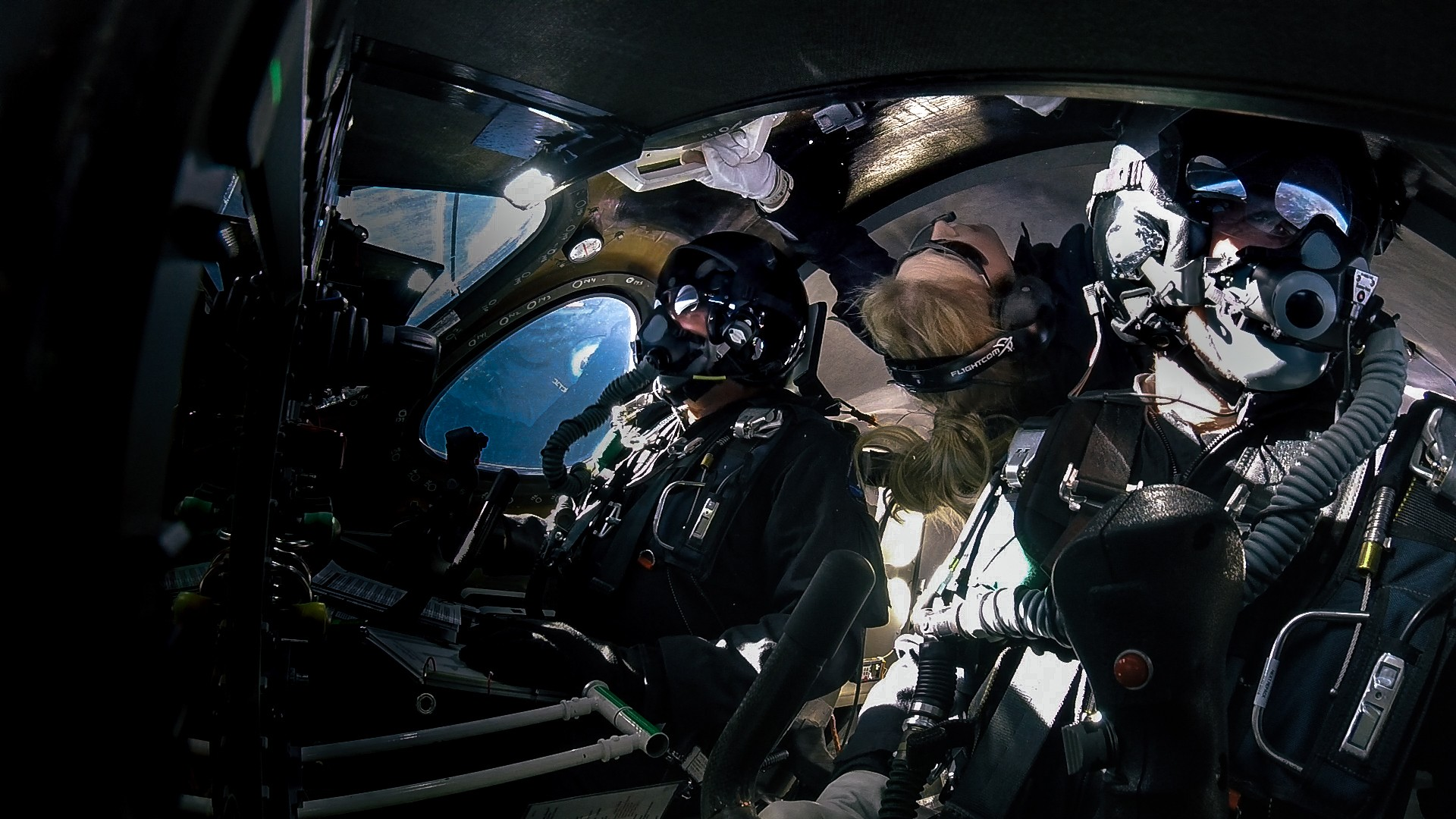 Beth Moses, Dave Mackay e Mike Masucci a bordo da SpaceShipTwo (Foto: Virgin Galactic)