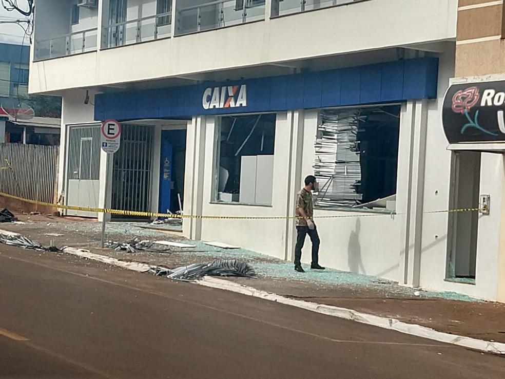 Caixa Econômica Federal em Pitanga, na manhã desta segunda-feira (19) (Foto: Carla Yarin/RPC)