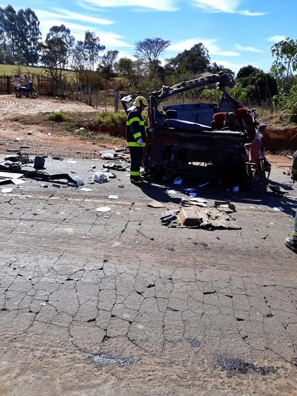 Cabine de carreta foi arrancada com batida em Boa Esperança — Foto: Corpo de Bombeiros