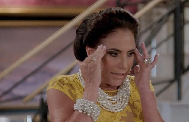 Na segunda (15), Mercedes (Totia Meireles) se assustará ao se deparar com Galdino (Gabriel Godoy) em seu quarto (Foto: TV Globo)