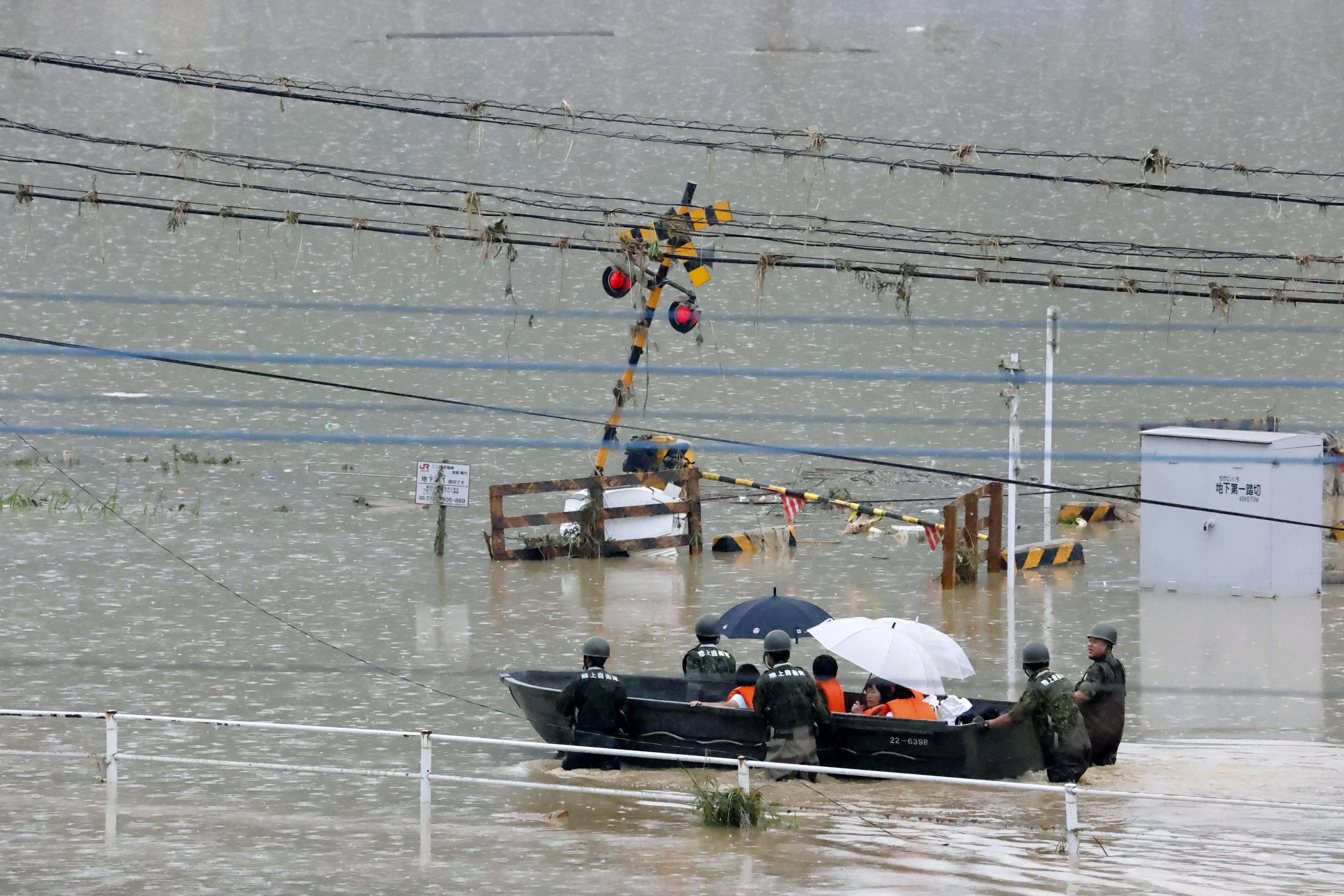 Sobe o número de mortos e desaparecidos em inundação no Japão