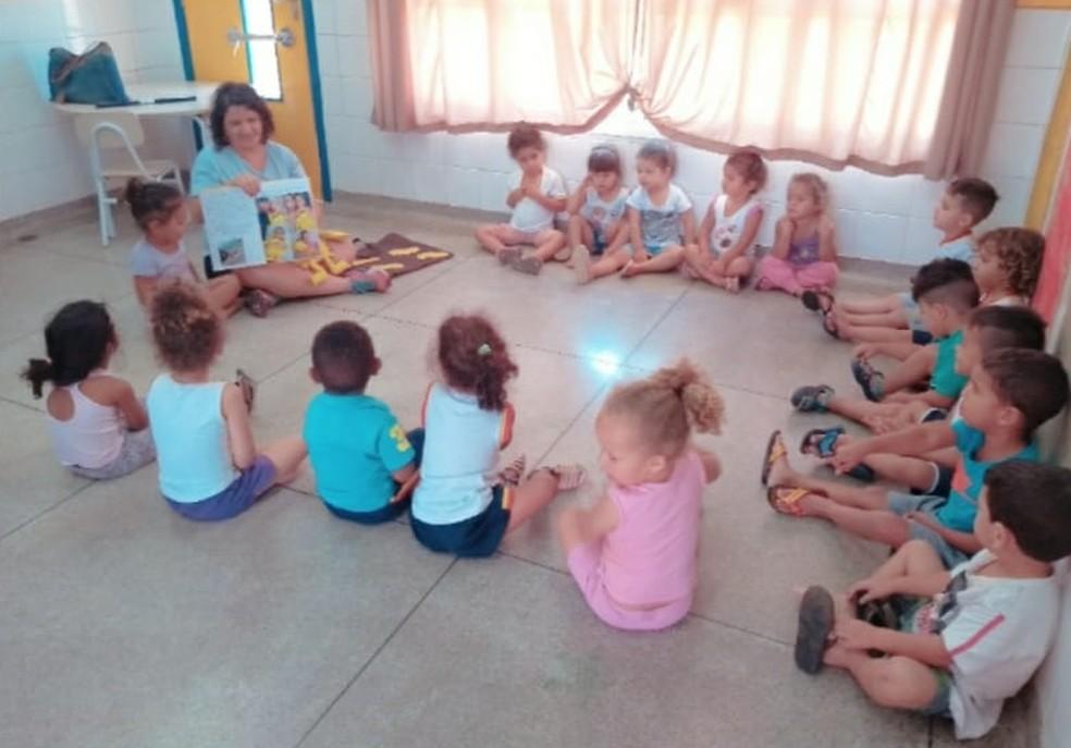 Professora de Sorocaba cria projeto para alunos de creche — Foto: Karina Munhoz/Arquivo pessoal