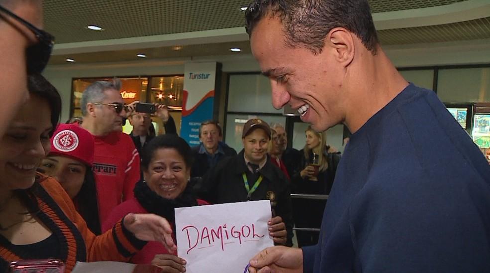 Internacional oficializa retorno de Leandro Damião ao clube