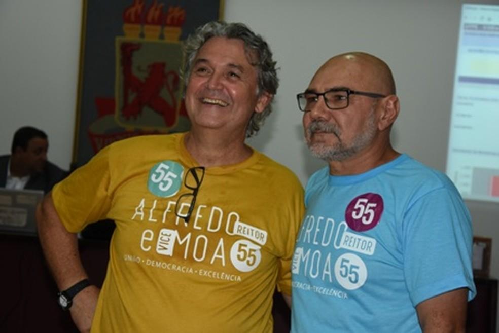 Professor Alfredo Gomes (à direita) foi nomeado reitor da UFPE  — Foto: Passarinho/UFPE/Divulgação