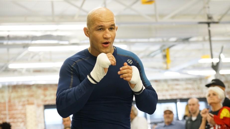 De olho em chance pelo cinturão, Cigano garante que vai bater em Derrick Lewis no UFC Wichita