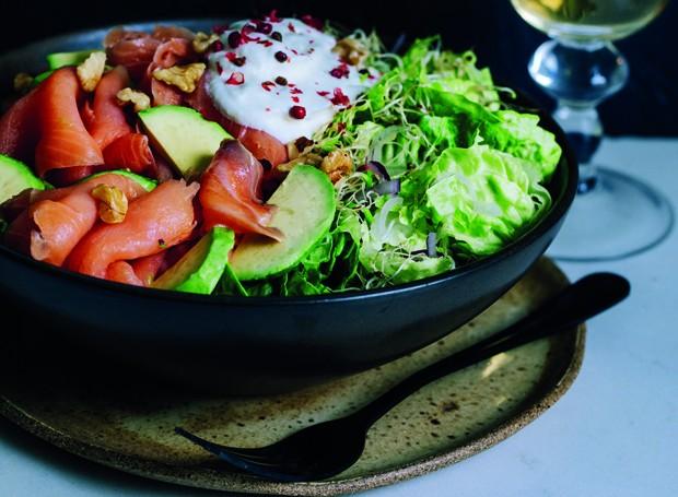 Salada de avocado com salmão defumado (Foto: Divulgação/Bruno Giraldi)