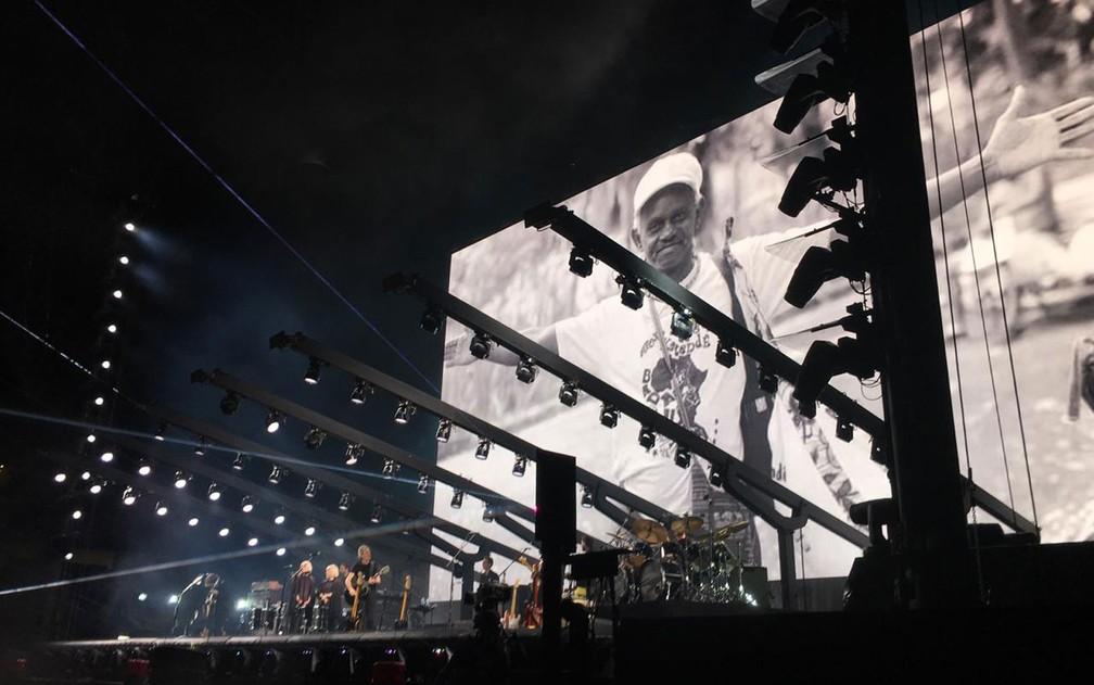 Foto de Moa do Katendê foi projetada em telão durante show — Foto: Alan Oliveira/G1