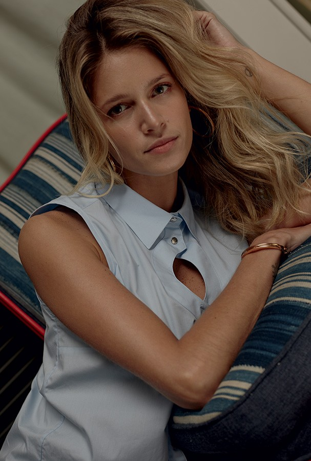 Helena veste camisa Bobstore (Foto: João Arraes)