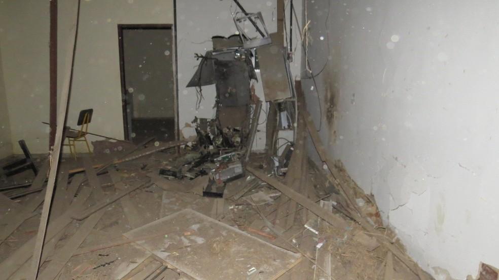 O grupo utilizou explosivos e armas de grosso calibre para realizar as explosões. — Foto: Site Jucurunet