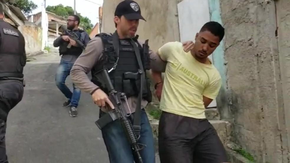 Pato foi preso em uma comunidade da Região Oceânica de Niterói — Foto: Reprodução/TV Globo