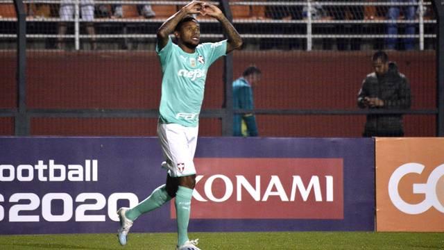 Luiz Adriano fez dois gols contra o CSA