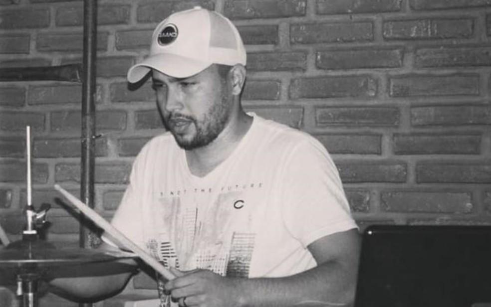 Família diz que homem foi preso por engano no lugar de criminoso foragido, em Goiânia — Foto: TV Anhanguera/Reprodução
