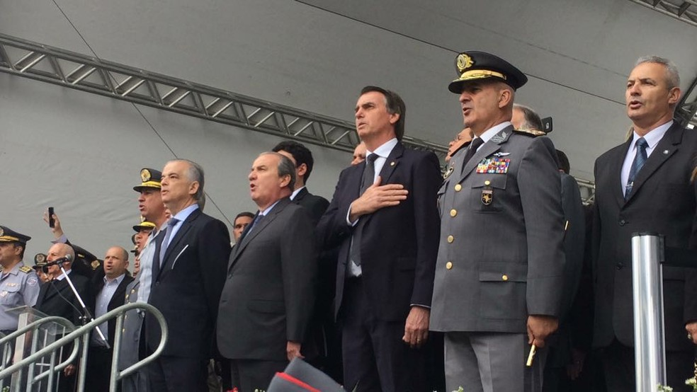 O candidato do PSL à Presidência da República, Jair Bolsonaro, durante cerimônia de formatura de sargentos da Polícia Militar de São Paulo (Foto: Paula Paiva Paulo/G1)