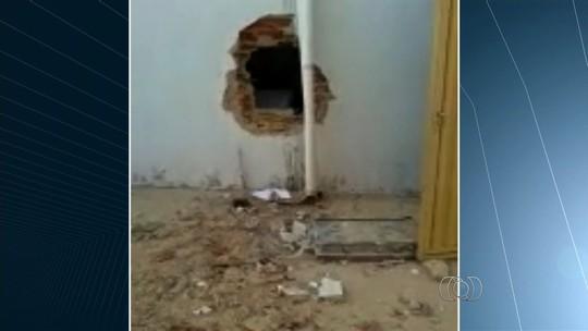 Criminosos explodem caixas eletrônicos em banco de Itaguaru
