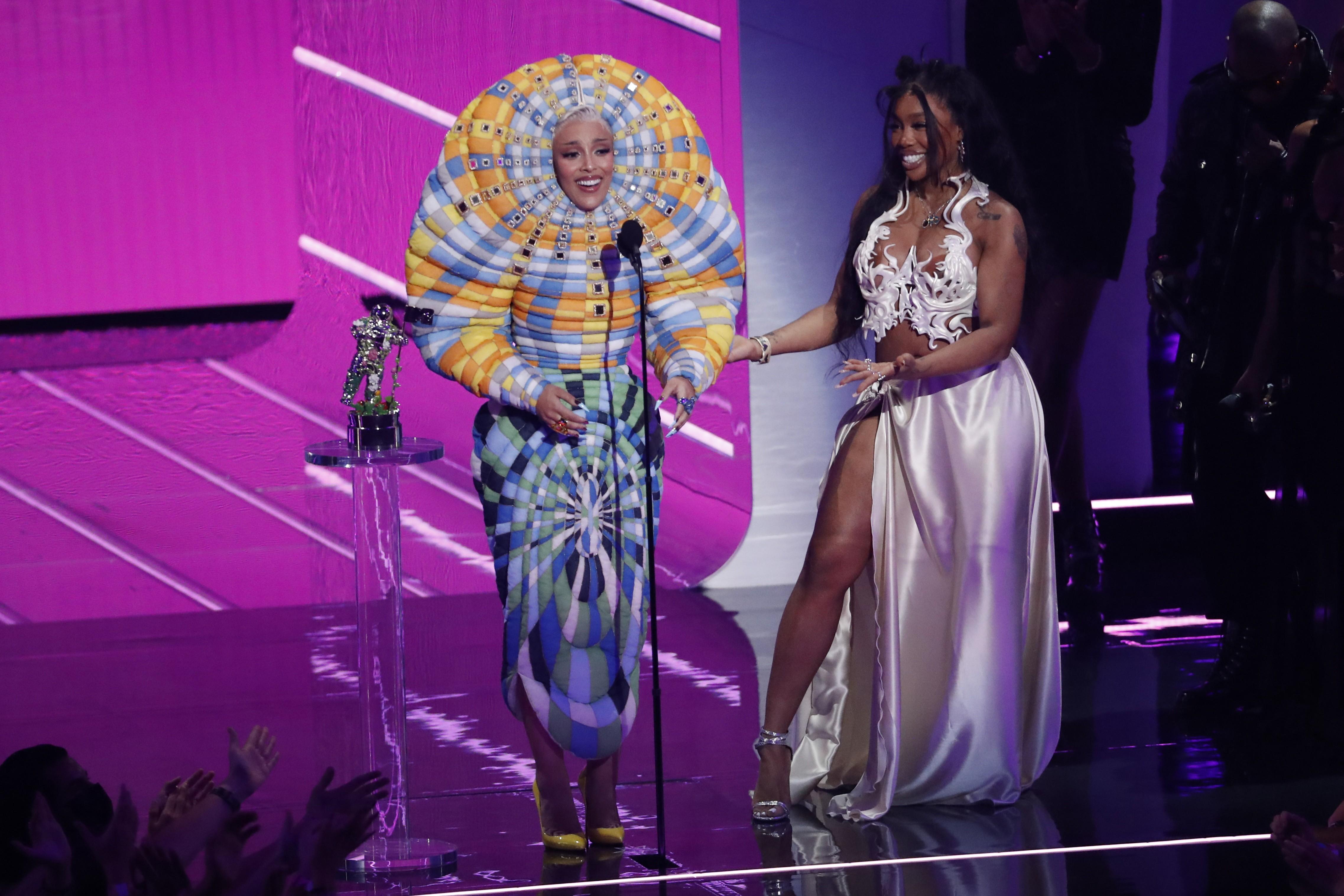 VMA 2021: Anitta no tapete vermelho, e Lil Nas X, Olivia Rodrigo e Justin Bieber entre premiados; veja lista