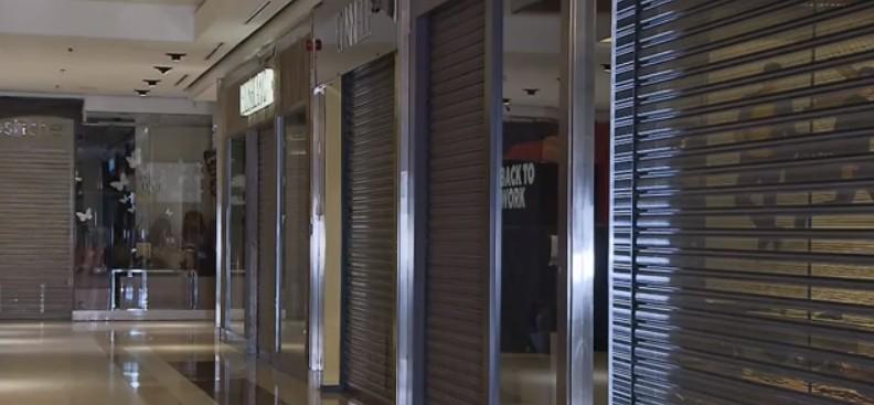 Vigilância sanitária determina fechamento de shoppings que estavam atendendo com sistema de delivery, em Curitiba