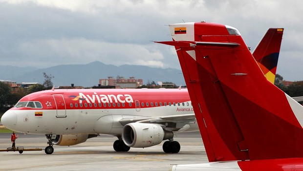 Aviões da Avianca no aeroporto Puente Aereo em Bogotá (Foto: John Vizcaino/Reuters)