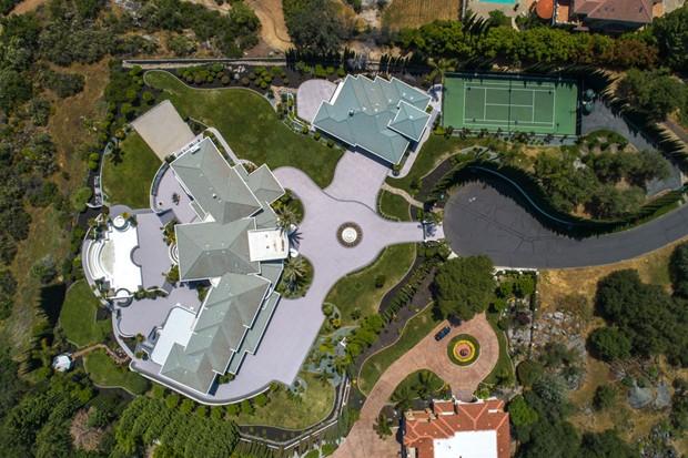 Mansão que pertenceu ao ator Eddie Murphy vai a leilão na Califórnia  (Foto: Divulgação / DeCaro Auctions International )
