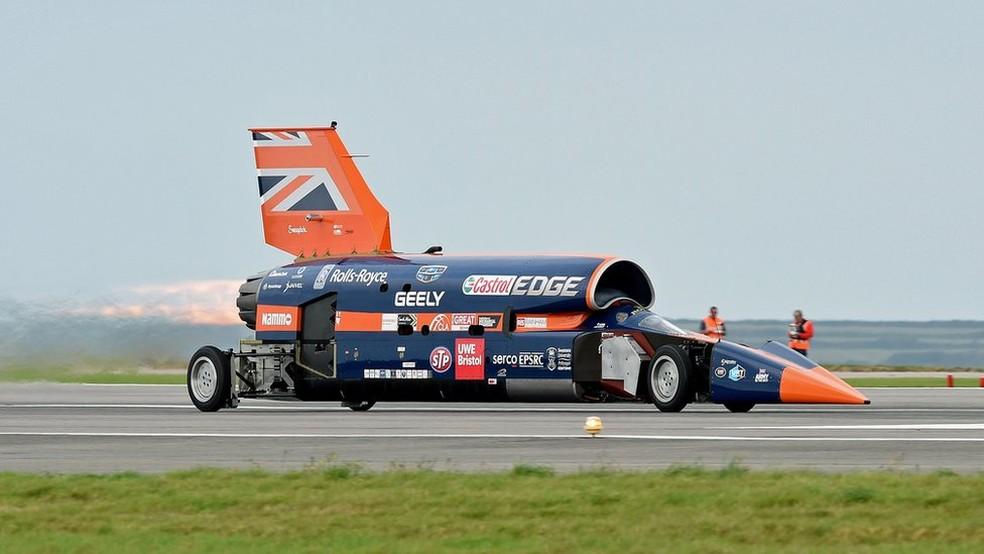 Equipado com o motor de um caça, o Bloodhound quer quebrar a barreira das 1.000 milhas por hora  (Foto: EPA)