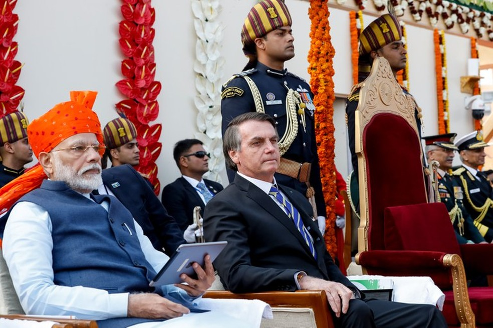 O primeiro-ministro indiano Narendra Modi, ao lado do presidente do Brasil, Jair Bolsonaro, durante cerimônia de comemoração do Dia da República da Índia — Foto: Alan Santos/PR