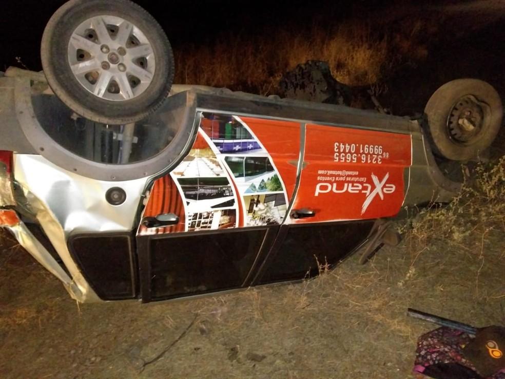 Jovem morre em acidente na BR 407 ao conduzir carro da empresa que trabalhava. (Foto: Divulgação/Polícia Militar)