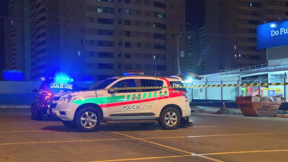Polícia Civil investiga morte de homem encontrado em contêiner em Ceilândia, no DF — Foto: TV Globo/Reprodução