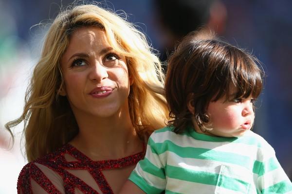 Shakira e o filhinho Milan na final da Copa do Mundo no Brasil (Foto: Getty Images)