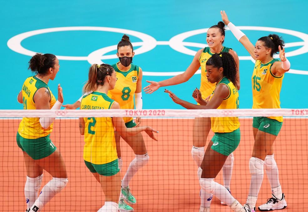 Seleção feminina de vôlei venceu o Japão  nesta quinta-feira — Foto: Toru Hanai/Getty Images