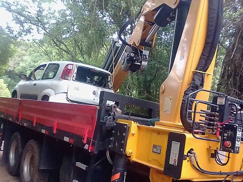 Veículo foi retirado do rio em Angatuba (SP) — Foto: Arquivo Pessoal