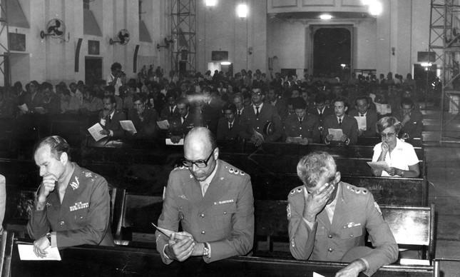 Missa de Sétimo Dia para o sargento Rosário, com a presença de militares de alta patente