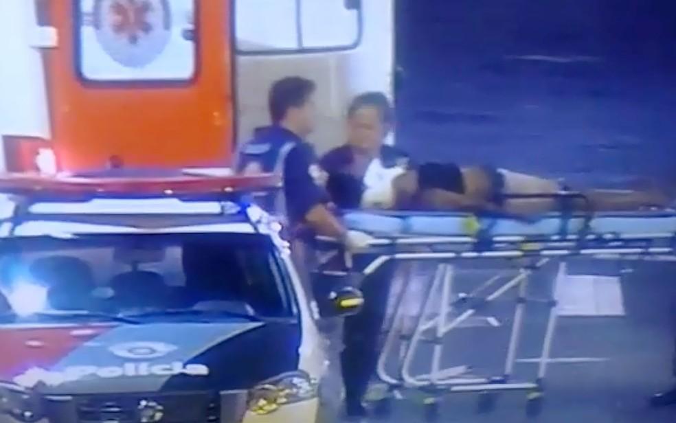 Mulher sofre traumatismo craniano após ser espancada por 2 homens em Ribeirão Preto (SP) — Foto: Reprodução/EPTV