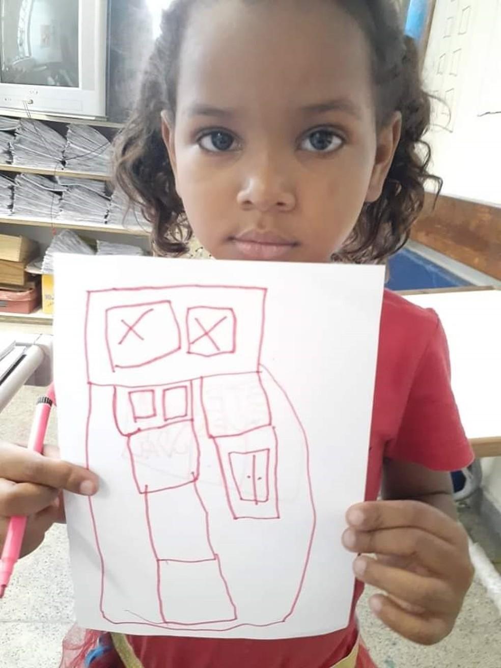 Menina Ketellen Umbelino de Oliveira Gomes, de 5 anos, foi morta após ser atingida por bala perdida em Realengo, na Zona Oeste do Rio — Foto: Arquivo pessoal