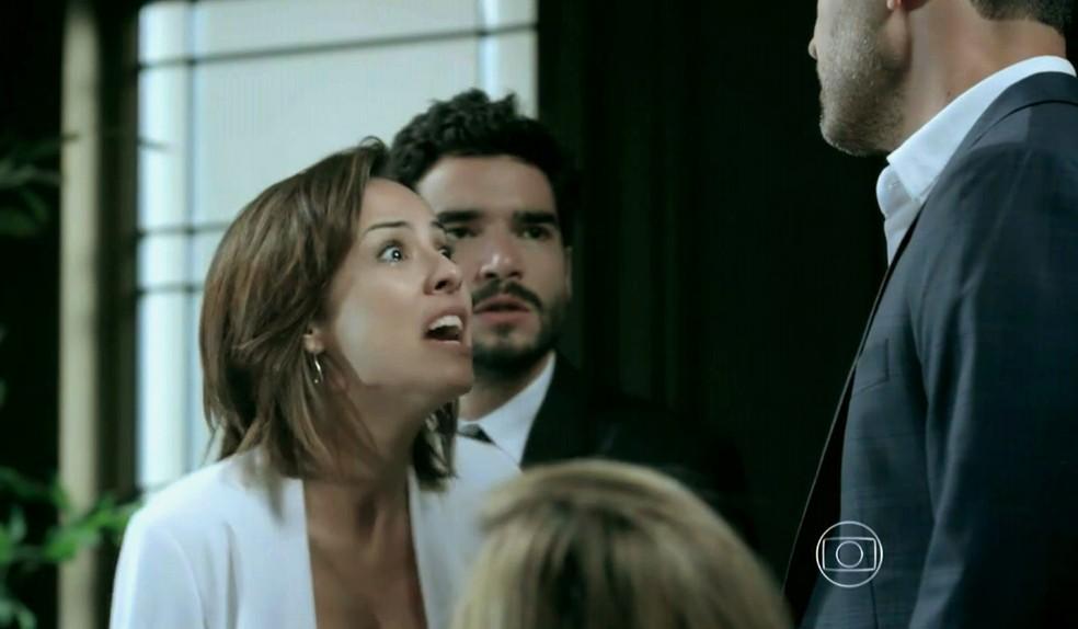 Maria Clara (Andréia Horta) parte pra cima de Maurílio (Carmo Dalla Vecchia) na Império — Foto: Globo