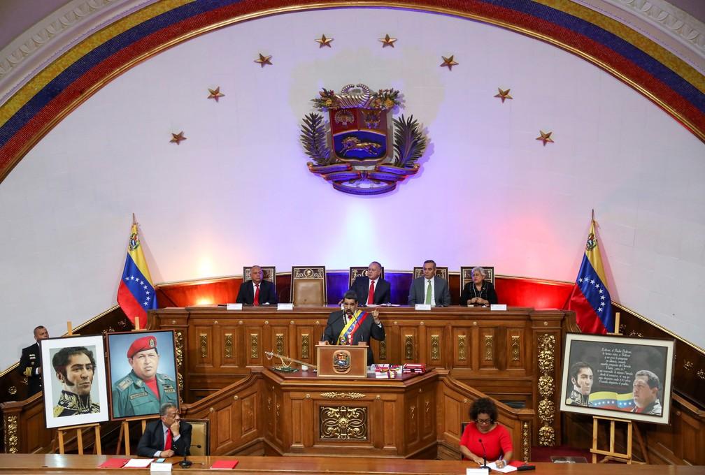 Nicolás Maduro discursa aos parlamentares venezuelanos na abertura do ano na Venezuela nesta terça-feira (14) — Foto: Manaure Quintero/Reuters