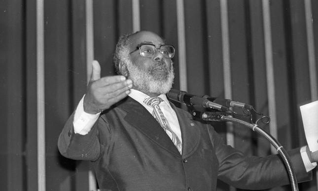 Abdias do Nascimento em seu primeiro ano como deputado federal, em 1983