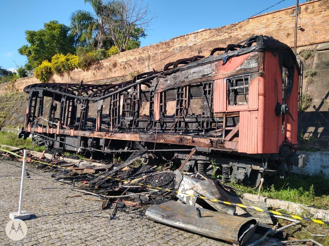 Vídeo mostra dois homens próximo ao incêndio que atingiu vagão de trem histórico em Santa Maria - Notícias - Plantão Diário