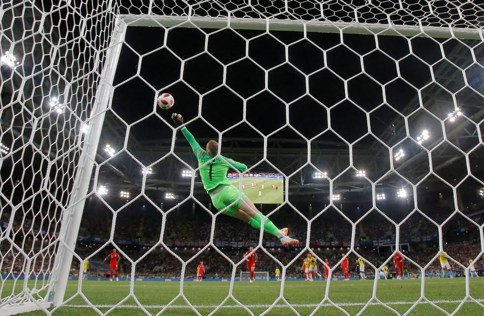 Pickford faz grande defesa no duelo das oitavas entre Inglaterra e Colômbia (Foto:  REUTERS/Maxim Shemetov)