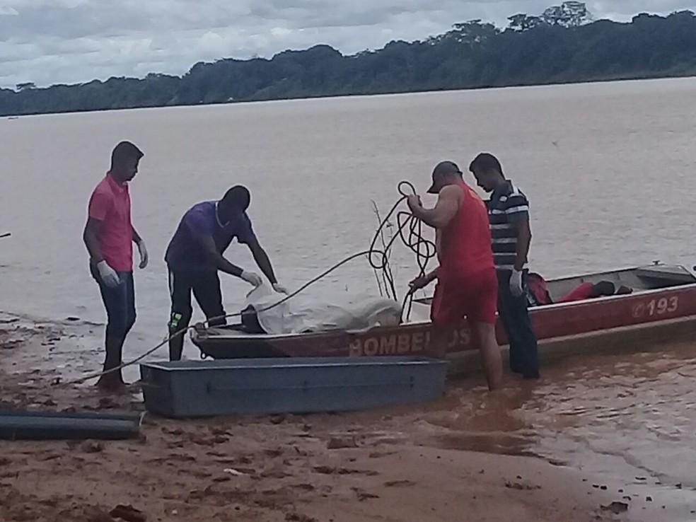 Corpo de jovem encontrado do Rio São Francisco (Foto: Corpo de Bombeiros/Divulgação)