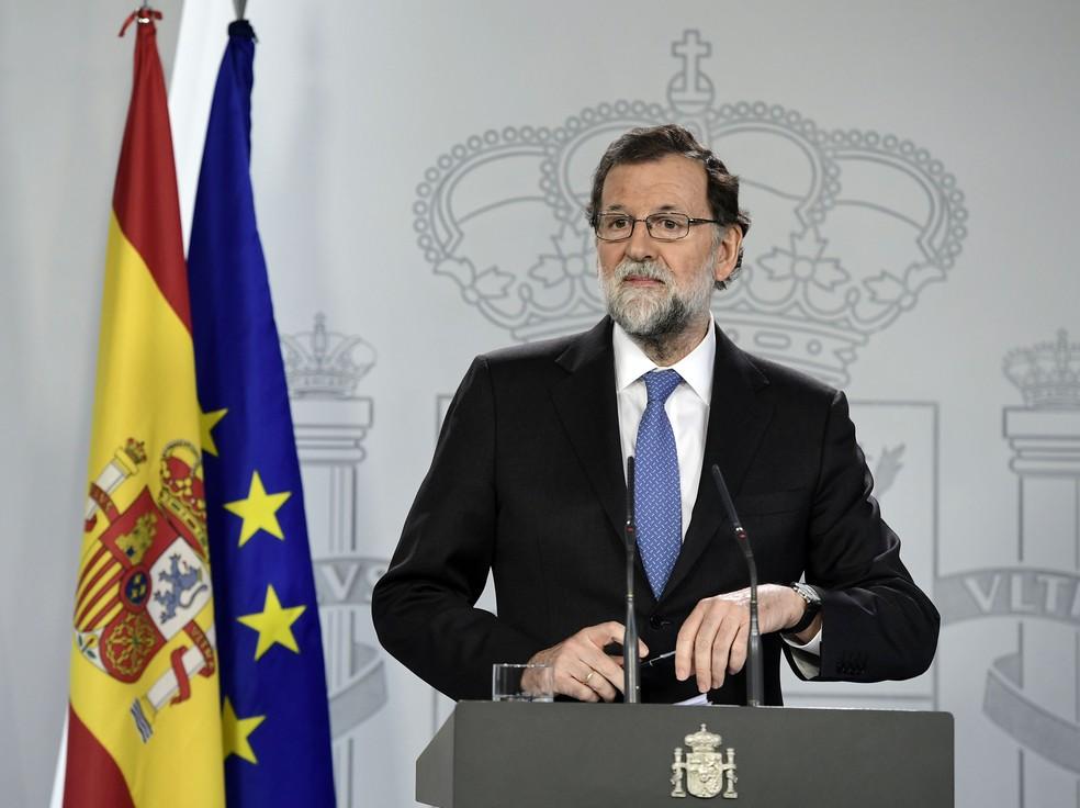Marian Rajoy fala a jornalistas logo após o Conselho de ministros (Foto: Javier Sorano/AFP)