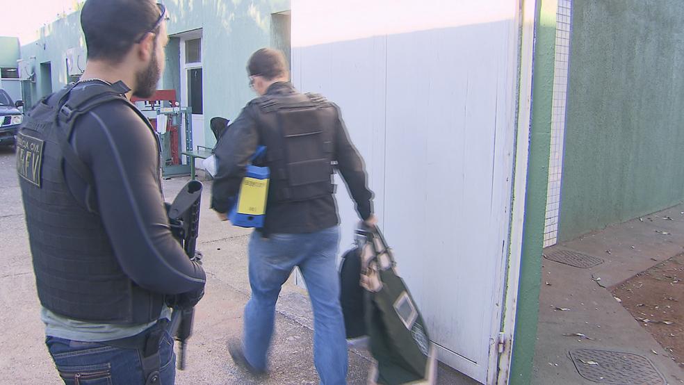 Malotes apreendidos pela Polícia Cívil (Foto: TV Globo/Reprodução)